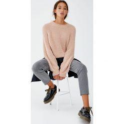 Kolorowy sweter z dzianiny z długim włosem. Szare swetry klasyczne damskie Pull&Bear, z dzianiny. Za 89,90 zł.