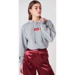 Bluzy damskie: NA-KD Trend Bluza z kapturem i logo NA-KD – Grey
