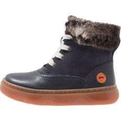 Camper KIDDO Botki sznurowane dark blue. Niebieskie buty zimowe damskie Camper, z materiału, na sznurówki. W wyprzedaży za 237,30 zł.