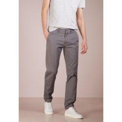 Chinosy męskie: Club Monaco CONNOR Spodnie materiałowe grey