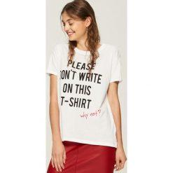 T-shirt z hasłem - Biały. Białe t-shirty damskie marki Sinsay, l. Za 19,99 zł.