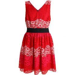 Sisley WAISTED SHIFT DRESS Sukienka koktajlowa red. Czerwone sukienki koktajlowe Sisley, z bawełny. W wyprzedaży za 374,25 zł.