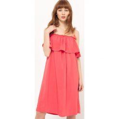 Sukienki: Sukienka z falbankami i odkrytymi ramionami