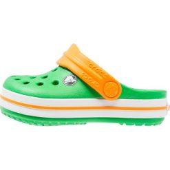 Crocs CROCBAND Sandały kąpielowe grass green/white/blazing orange. Zielone sandały chłopięce marki Crocs, z gumy. Za 139,00 zł.