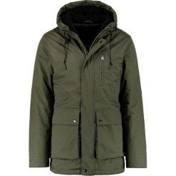 Suit RON Parka dark green. Zielone parki męskie Suit, m, z bawełny. W wyprzedaży za 587,30 zł.