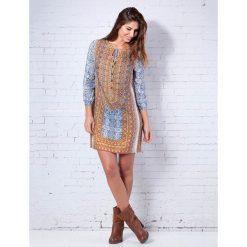 Sukienki hiszpanki: Sukienka z kolorowym wzorem