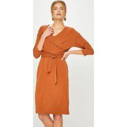 Answear - Sukienka Heritage. Szare sukienki dzianinowe marki ANSWEAR, na co dzień, l, casualowe, midi, rozkloszowane. Za 189,90 zł.