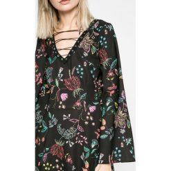 Answear - Sukienka. Szare sukienki mini marki ANSWEAR, l, z koronki, eleganckie, rozkloszowane. W wyprzedaży za 239,90 zł.