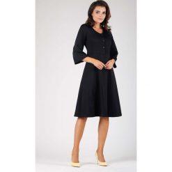 Czarna Wizytowa Sukienka na Guziki z Rozkloszowanym Rękawem. Białe sukienki koktajlowe marki numoco, do pracy, l, z nadrukiem, z elastanu, z kopertowym dekoltem, z długim rękawem, kopertowe. W wyprzedaży za 139,41 zł.