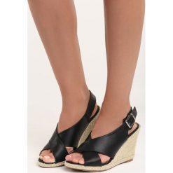 Czarne Sandały Inhale. Czarne sandały damskie Born2be, w paski, na koturnie. Za 59,99 zł.