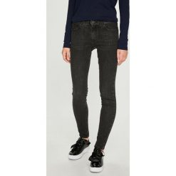 Wrangler - Jeansy Midnight Bird. Szare jeansy damskie rurki marki Wrangler, na co dzień, m, z nadrukiem, casualowe, z okrągłym kołnierzem, mini, proste. Za 329,90 zł.