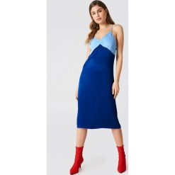 NA-KD Sukienka bieliźniana Color Block - Blue. Niebieskie sukienki na komunię NA-KD, midi. W wyprzedaży za 36,59 zł.