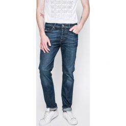 Diesel - Jeansy Buster. Niebieskie jeansy męskie regular marki Diesel, z bawełny. W wyprzedaży za 399,90 zł.