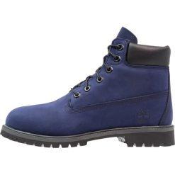 Timberland 6 INCH PREMIUM WP Botki sznurowane evening blue. Niebieskie buty zimowe damskie marki Timberland, z gumy, na sznurówki. W wyprzedaży za 356,30 zł.