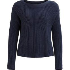 """Sweter """"Jonsey"""" w kolorze granatowym. Niebieskie swetry klasyczne damskie Object, xs, ze splotem, z dekoltem w łódkę. W wyprzedaży za 65,95 zł."""