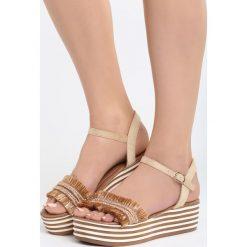 Ciemnobeżowe Sandały Striped Style. Brązowe sandały damskie marki Born2be, z materiału, na koturnie. Za 69,99 zł.