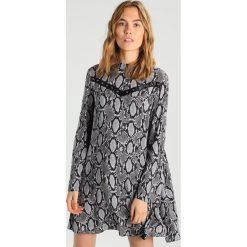 Sukienki hiszpanki: 12 Midnight EYELET TRIM Sukienka koszulowa silver snake