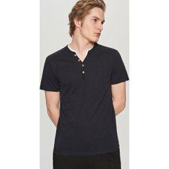 T-shirty męskie: T-shirt z dwuczęściowym dekoltem – Granatowy