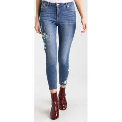 Dorothy Perkins FLORAL EMBROIDED DARCY Jeans Skinny Fit mid wash. Niebieskie rurki damskie Dorothy Perkins. Za 199,00 zł.