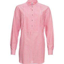 Bluzka bonprix truskawkowo-biały w paski. Białe bluzki z odkrytymi ramionami marki bonprix, w kropki, z wiskozy, biznesowe, z dekoltem w serek, moda ciążowa, z krótkim rękawem. Za 37,99 zł.