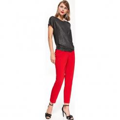 BLUZKA BŁYSZCZĄCA Z ZAKŁADANYM PRZODEM. Czerwone bluzki asymetryczne Top Secret, eleganckie. Za 69,99 zł.