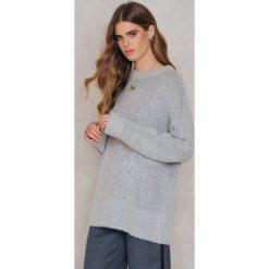 Rut&Circle Sweter Vera - Grey. Szare swetry klasyczne damskie marki Vila, l, z dzianiny, z okrągłym kołnierzem. W wyprzedaży za 55,48 zł.