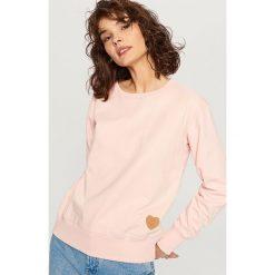 Bluzy damskie: Bluza z serduszkiem – Różowy