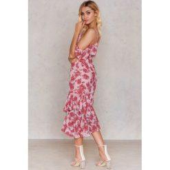 NA-KD Sukienka z odkrytymi ramionami - Pink,Multicolor. Niebieskie sukienki asymetryczne marki Reserved. Za 161,95 zł.