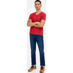 Ciemnoniebieskie jeansy regular comfort fit. Niebieskie jeansy męskie regular Pull&Bear. Za 89,90 zł.