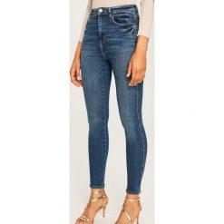 Jeansy z wysokim stanem - Granatowy. Niebieskie spodnie z wysokim stanem Reserved, z jeansu. Za 119,99 zł.