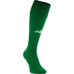 Getry piłkarskie - EMA6133JGN. Zielone skarpetogetry piłkarskie marki New Balance, z elastanu. W wyprzedaży za 29,99 zł.