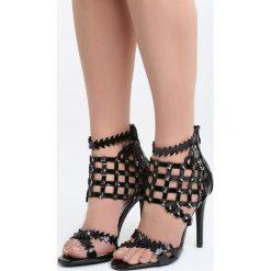 Czarne Sandały Taste Your Lips. Czarne sandały damskie Born2be, z lakierowanej skóry, na wysokim obcasie, na obcasie. Za 89,99 zł.