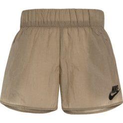 Nike Performance TECH Krótkie spodenki sportowe khaki/black. Brązowe spodenki chłopięce marki Nike Performance, z materiału, sportowe. W wyprzedaży za 125,30 zł.