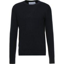 Calvin Klein Jeans BLEND INSTITUTIONAL  Sweter blue. Czarne swetry klasyczne męskie marki Calvin Klein Jeans, z bawełny. Za 419,00 zł.