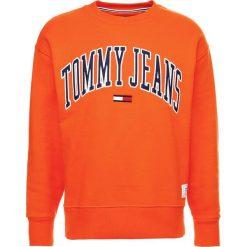 Tommy Jeans COLLEGIATE Bluza orangeade. Brązowe kardigany męskie marki Tommy Jeans, m, z bawełny. W wyprzedaży za 341,10 zł.