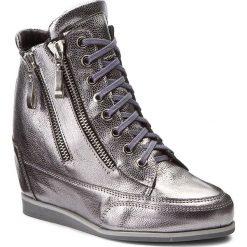 Sneakersy OLEKSY - 2111/A68/000/000/000 Srebrny. Szare sneakersy damskie marki Oleksy, ze skóry. W wyprzedaży za 259,00 zł.