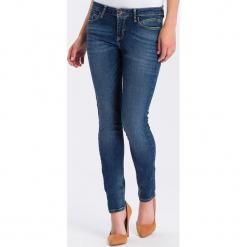 """Dżinsy """"Adriana"""" - Skinny fit - w kolorze niebieskim. Niebieskie rurki damskie marki Cross Jeans, z aplikacjami. W wyprzedaży za 113,95 zł."""