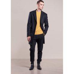 Swetry klasyczne męskie: 120% Cashmere Sweter zafferano