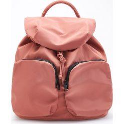 Torebki i plecaki damskie: Plecak z dużymi kieszeniami z przodu - Różowy