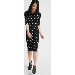 Sukienka midi z bufkami. Czarne sukienki na komunię Orsay, na co dzień, w paski, z satyny, midi. Za 79,99 zł.