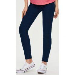 Spodnie damskie: Jeansy high waist - Granatowy