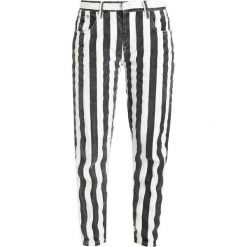 Glamorous Jeansy Slim Fit black/white. Różowe jeansy damskie marki Glamorous, z nadrukiem, z asymetrycznym kołnierzem, asymetryczne. Za 189,00 zł.