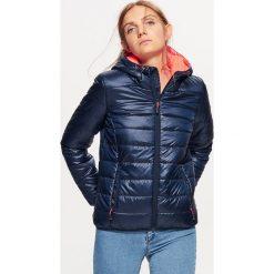 Pikowana kurtka - Granatowy. Niebieskie kurtki damskie pikowane marki Cropp, m. W wyprzedaży za 39,99 zł.