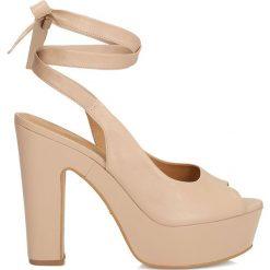 Sandały damskie: Beżowe sandały peep toe