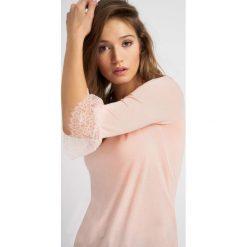 Koszulka z falbanami na rękawach. Topy sportowe damskie Orsay, xs, z jeansu. W wyprzedaży za 30,00 zł.