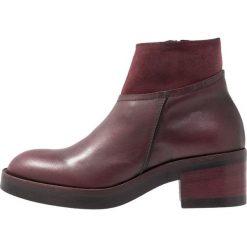 Lilimill VASCO Ankle boot bordeaux. Czerwone botki damskie na zamek lilimill, z materiału. Za 589,00 zł.