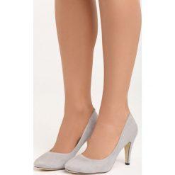 Szare Czółenka Something Nice. Czarne buty ślubne damskie marki Kazar, z nubiku, na wysokim obcasie, na szpilce. Za 69,99 zł.