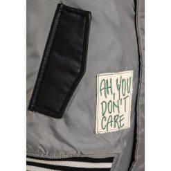 Sisley Kurtka ze skóry ekologicznej dark grey. Szare kurtki dziewczęce Sisley, z materiału. W wyprzedaży za 231,20 zł.