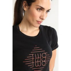 Topy sportowe damskie: Triple2 LAAG WOMEN THE STRIPE Tshirt z nadrukiem jet black