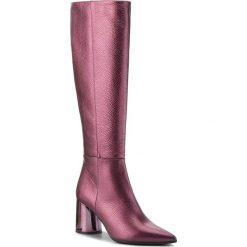Kozaki BALDOWSKI - D02353-4400-006 Groszek Bordo. Czerwone buty zimowe damskie Baldowski, ze skóry, na obcasie. W wyprzedaży za 519,00 zł.